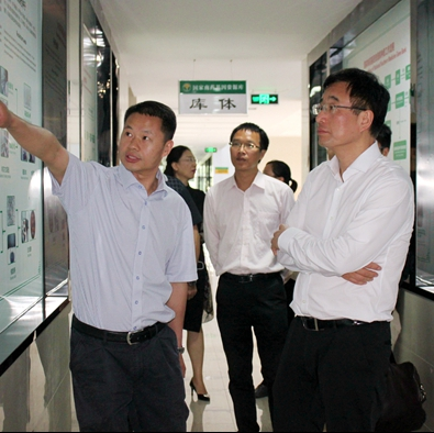 President Chen Wang Conducts Investigation at Hainan Branch of the Institute of Medicinal Plant Development
